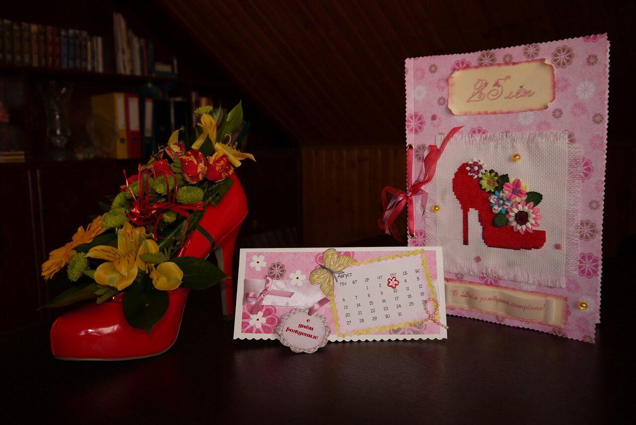 Цветы и подарки для девушки